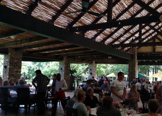 Casalinga Ristorante Italiano : Beautiful dining al fresco