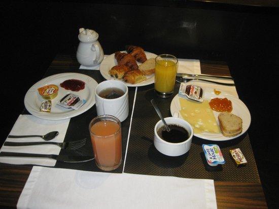 Hotel de la Paix Tour Eiffel: Petit-déjeuner