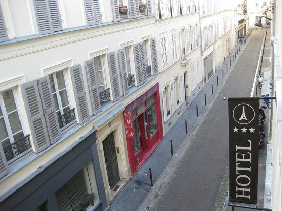 Hotel de la Paix Tour Eiffel: Vue de la chambre