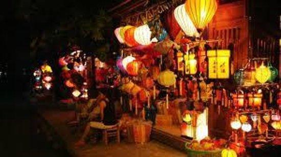 Golden River Hotel: Night Market
