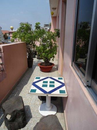 Thien Vu Hotel: petit coin sur le balcon tres agreable