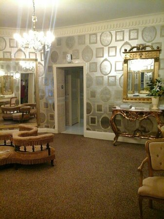 Royal Hotel Scarborough : in reception go up the stairs to the left to find the ladies toilets