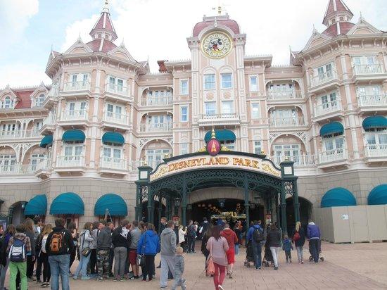 Disneyland Park: εισοδος στο παρκο