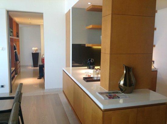 Park Hyatt Abu Dhabi Hotel & Villas : Pantry and dressing area