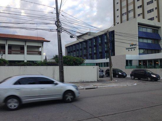 Hotel Barramares: Predio principal e predio anexo (a esquerda)