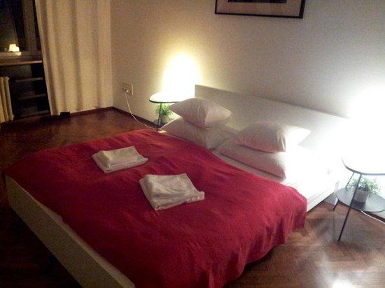 ZIGZAG Integrated Hotel Zagreb: Habitación doble con armario y caja de seguridad