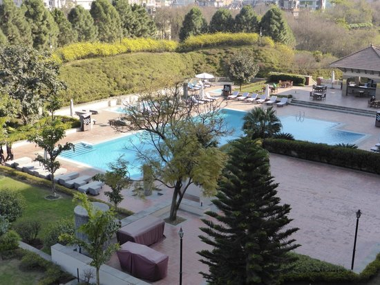 Hyatt Regency Kathmandu: Pool from room on 4th floor