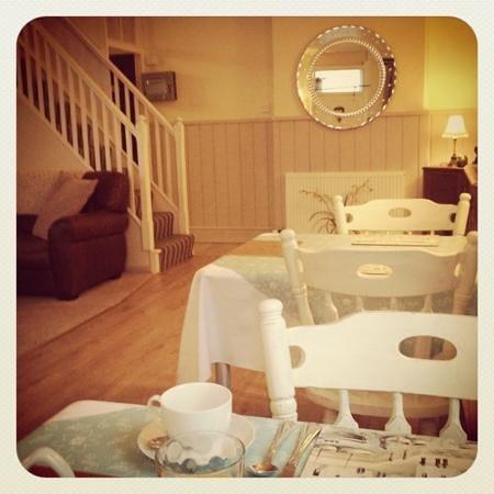 The Old Malt House Bed & Breakfast: the new breakfast area