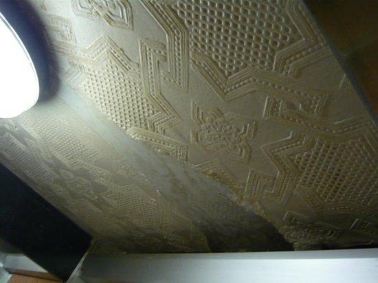 Bay Marine Hotel : Lift ceiling