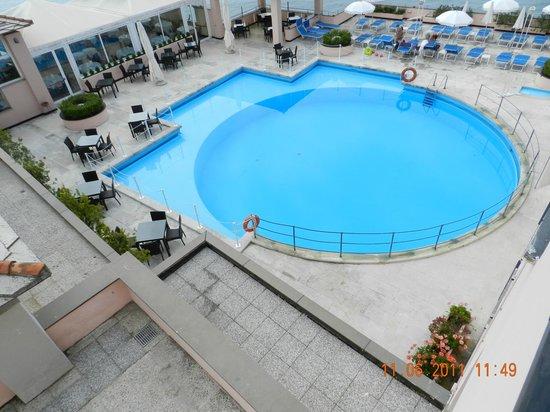 Piscina piccola con locale ristorante e colazioni - Piccola piscina ...