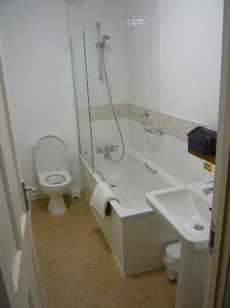 Bay Marine Hotel: Room 224 bathroom