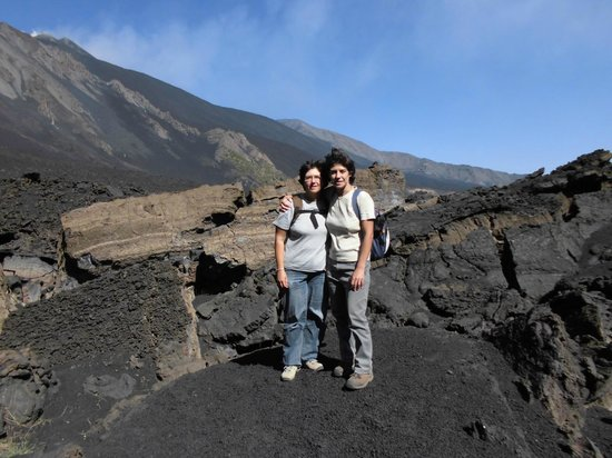Panorama Sicilia - Etna Escursioni e Day Tours: Angela e Maria Grazia, le nostre guide dell'Etna