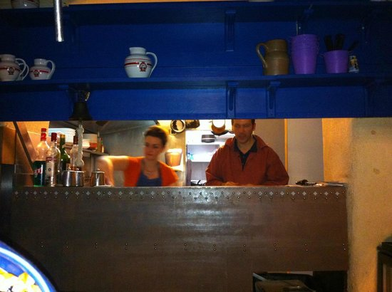 Poitiers, فرنسا: la cuisine en action