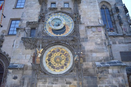 Metamorphis Excellent: The amazing Astronomical Clock in Old Town Squrae