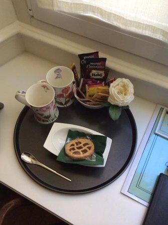 Residenza le 6A: La colazione in camera: una crostatina e del caffè soluobile