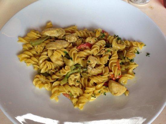 Hosteria La Corte : Chicken curry pasta