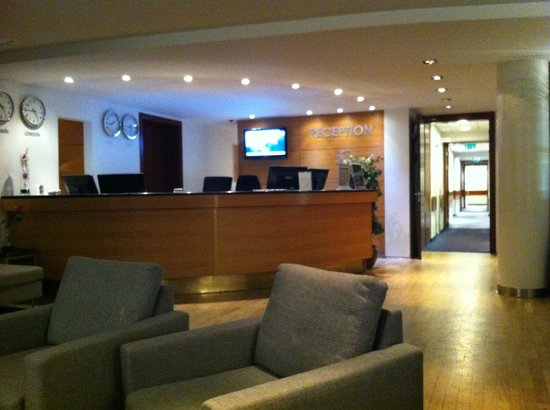 CenterHotel Plaza : The Reception Desk