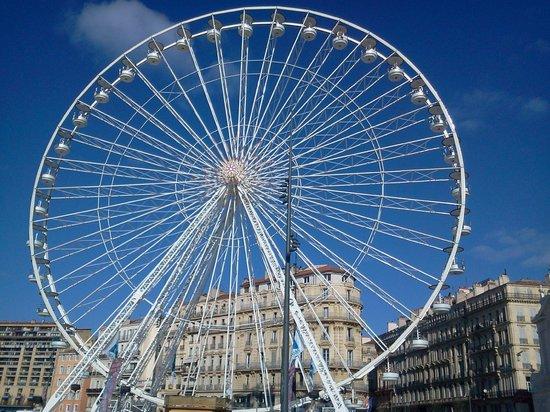 Au Bout Du Quai : la grande roue sur le vieux port