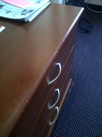 Econo Lodge Pembroke: Furniture showed signs of wear but the room was very clean