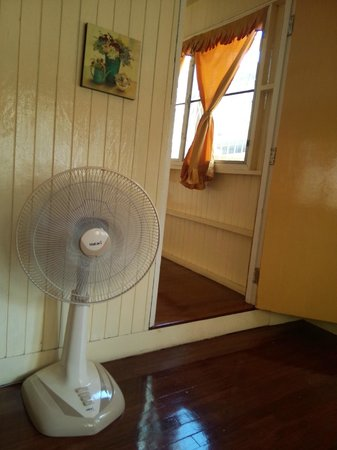 FAB House Bangkok: Single Room with fan