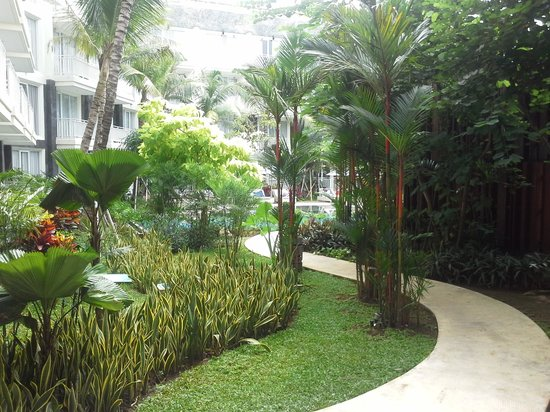 Fontana Hotel Bali: well looked after gardens
