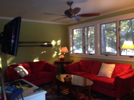 Sunapee View Bed and Breakfast: Coziest den ever!