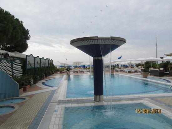 Park Hotel Brasilia: Бассейн и территория