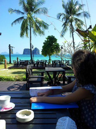 Koh Ngai Thanya Beach Resort: Colazione con vista mare
