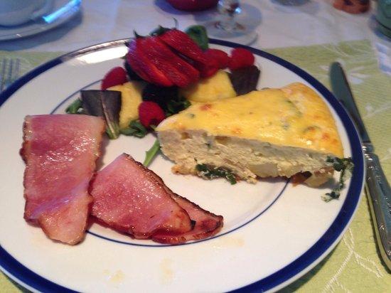 Sunapee View Bed and Breakfast: Pre-ski breakfast!