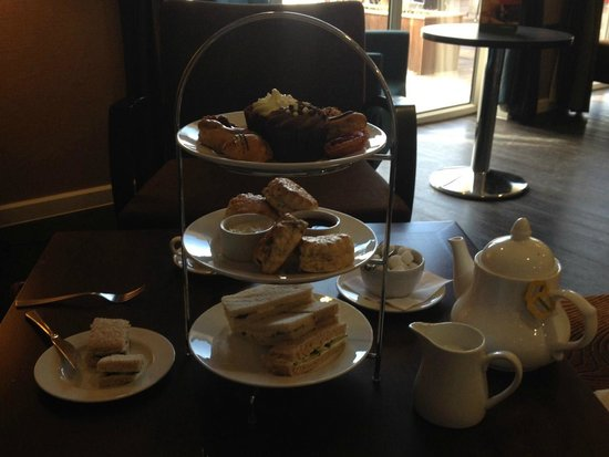 Holiday Inn London Gatwick Worth: Afternoon tea