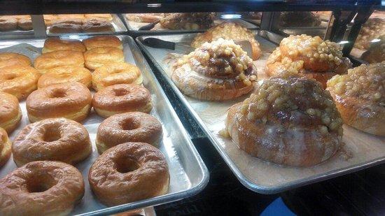 Captain Donut : Biggest cinnamon roll I've ever seen!