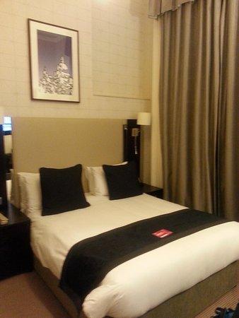 Rydges Kensington London: King size bed