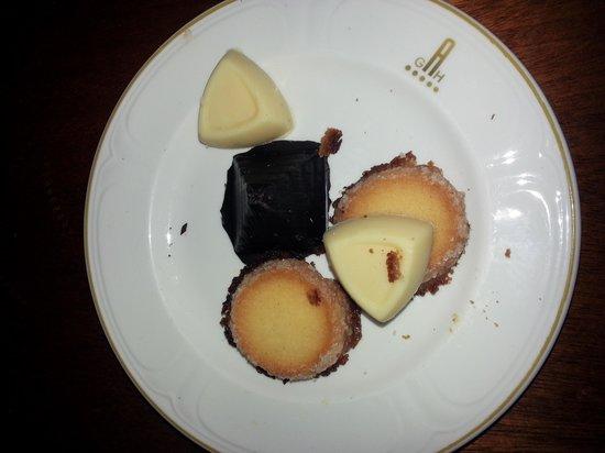 Arrecife Gran Hotel: la caja de bombones que ofrecia el Hotel Arrecife . que engaño