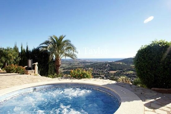 Casa Nickel: Fantastic view whilst relaxing in the jacuzzi with a G & T