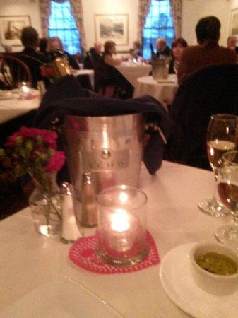 Osprey Point Restaurant: Sparkling wine and bucket