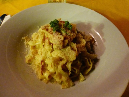 New Especias: We had this pasta dish - outstanding!