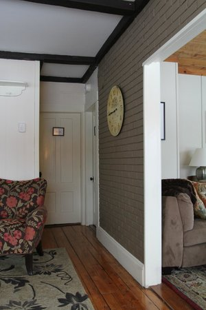 Halladay's Harvest Barn Inn: house common area - you can see some suite rooms