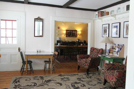 Halladay's Harvest Barn Inn : house common area