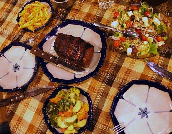 Ajijic Tango: Beef fillet for two + Greek salad