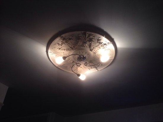 Queens Hotel : Room 423 traditional light fitting