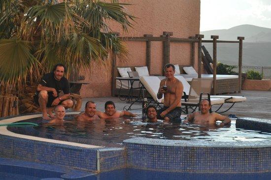 Hotel Xaluca Dades: El grupo de amigos en el jacuzzi