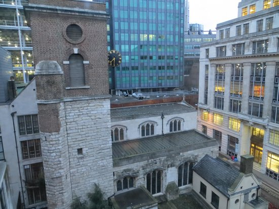 Apex City of London Hotel : View of Seething lane from our room