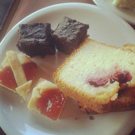 Hotel Punta Condor: Desayunos abundantes y con muchos dulces