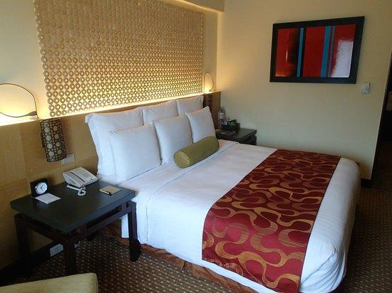 Cebu City Marriott Hotel: King sized bed