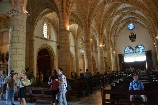 Cathédrale Notre-Dame de l'Incarnation : Vue intérieure