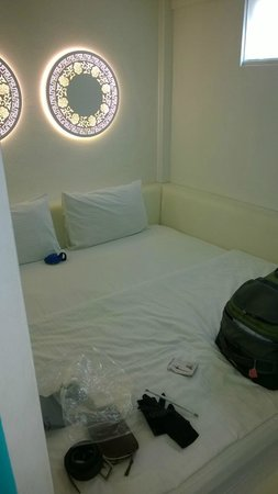 The Porcelain Hotel: Upgraded bed..in a cubicle but AC did not cool room
