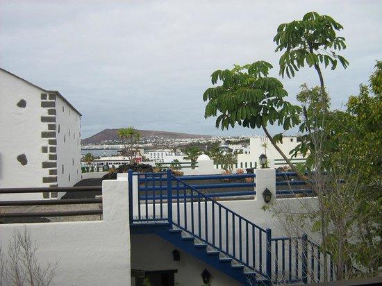 Hotel THe Volcan Lanzarote : vue de la chambre sur la marina