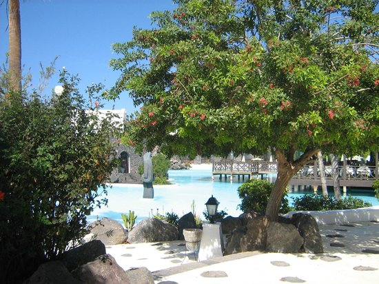 Hotel THe Volcan Lanzarote : vue sur la piscine de l'hôtel