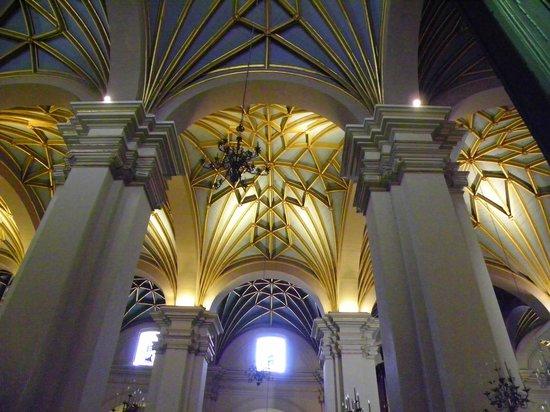 Iglesia y Santuario de Santa Rosa de Lima: Ceiling