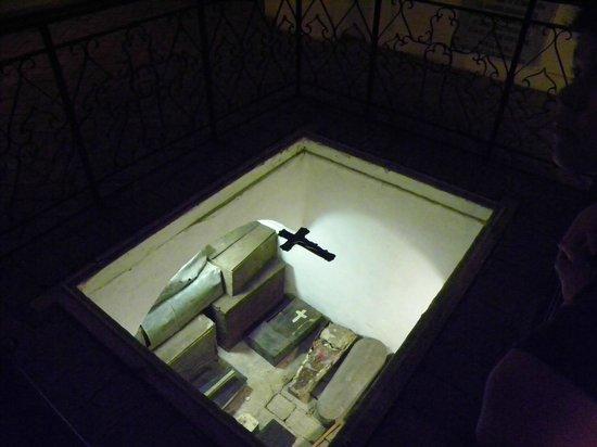 Iglesia y Santuario de Santa Rosa de Lima: One of the tombs